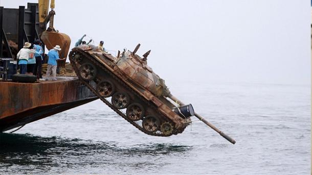 Atiram tanques de guerra para o fundo do mar… Não vais acreditar no porquê!