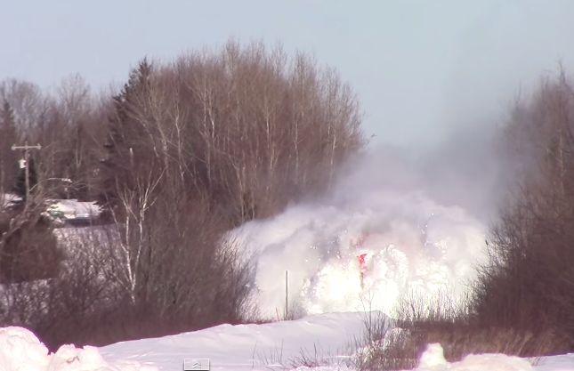 O que acontece quando um comboio passa por uma linha coberta de neve?