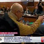 Doente com Hepatite C interrompe audição do ministro da Saúde e demonstra a sua revolta!