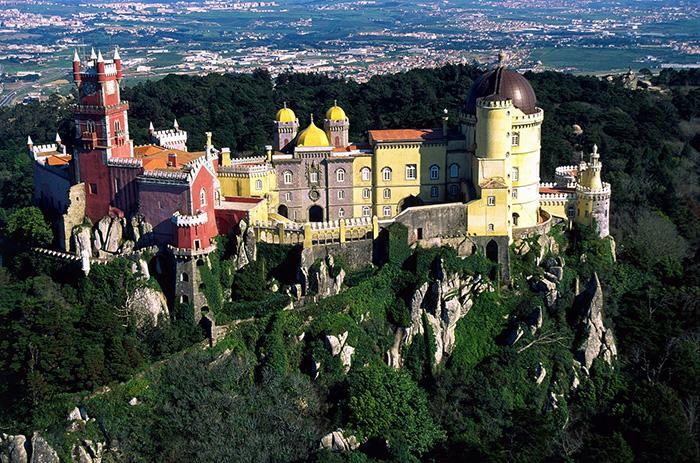 O Palácio da Pena, em Sintra, foi eleito o castelo mais belo da Europa!