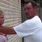 Como te deves defender se alguém te tentar sufocar contra a parede!