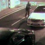 Ladrão tentou assaltar carro com um tijolo… Não vais acreditar no que aconteceu!