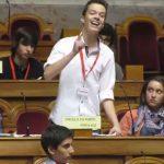 Este jovem disse no parlamento tudo aquilo que nós pensamos, mas não temos coragem de dizer!