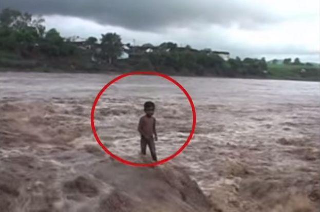 """Criança de 2 anos protegida por """"forças do além""""!"""