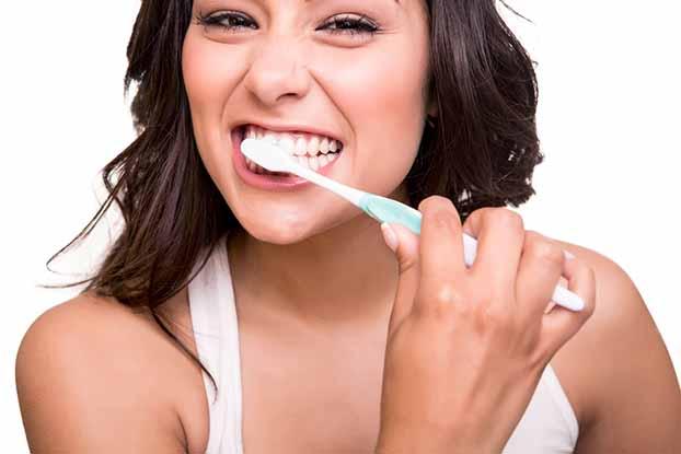 5 Erros que todos cometemos ao lavar os dentes! E não digas que não!