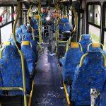 Porque os bancos dos transportes públicos têm sempre uma cor colorida? É chocante!