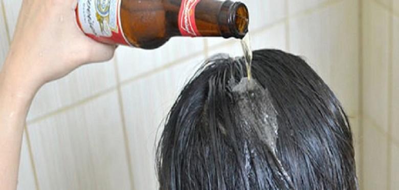 Mulher lava o cabelo com cerveja todos os dias, nem imaginas o resultado!