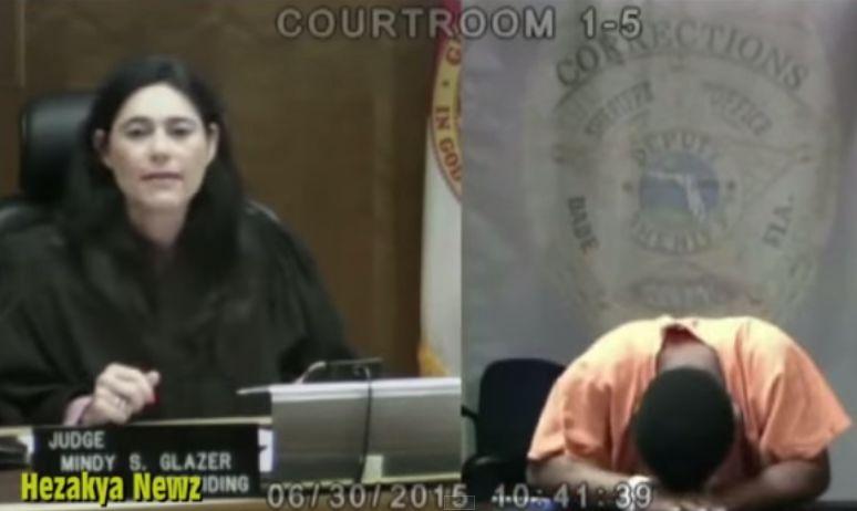 Ele chorou em tribunal quando percebeu quem era a juíza…