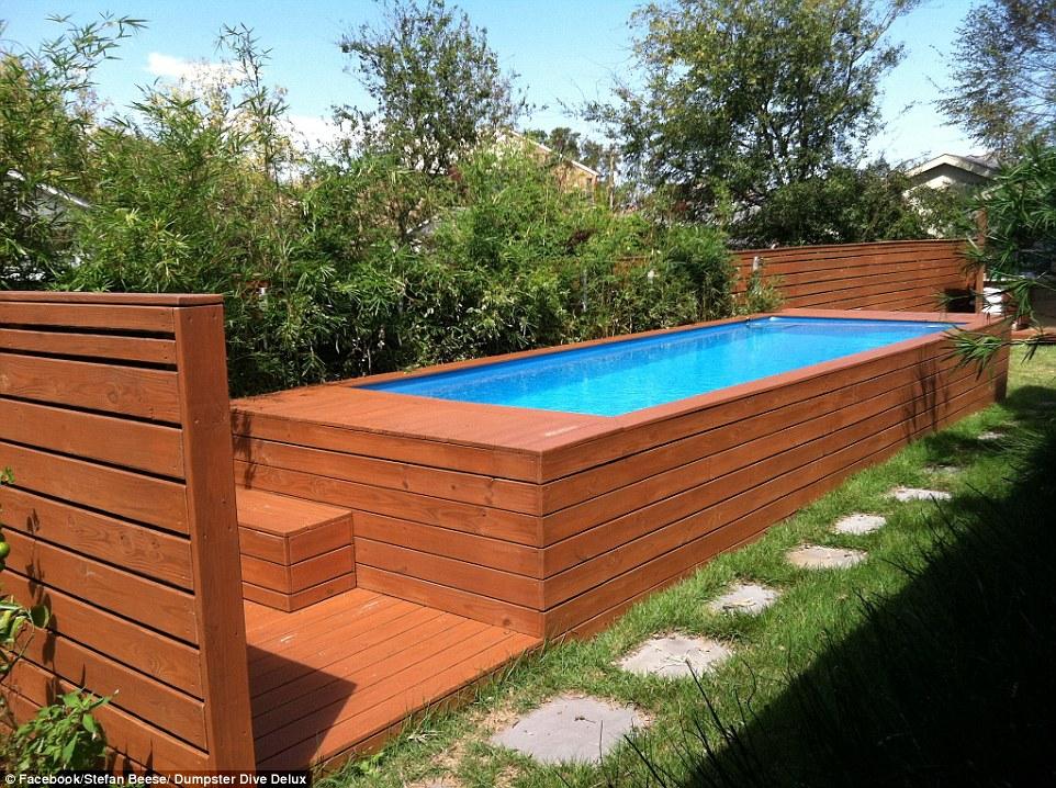 Arquitecto transforma antigo contentor do lixo em piscina de jardim