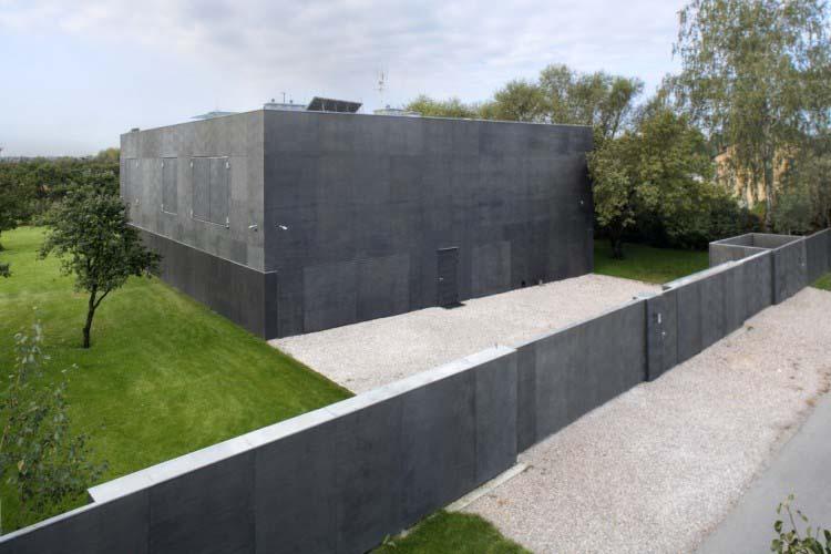 Parece que é algum edifício militar secreto… Mas quando as portas abrem… UAU! Incrível!