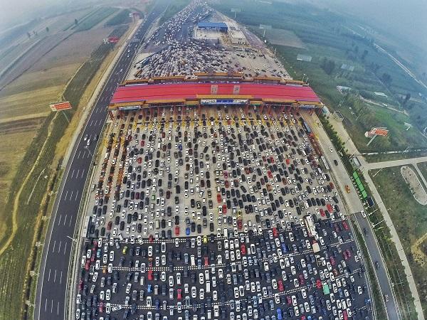 Na China aconteceu provavelmente o maior engarrafamento da história! Impressionante!