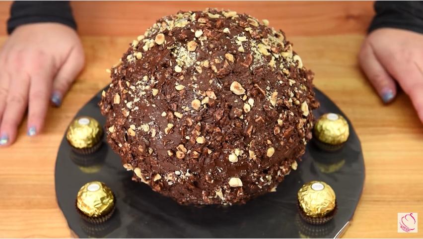 Veja como fazer bombons Ferrero Rocher em casa. Muito simples!