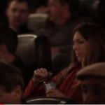Cinema distribui garrafas de água aos clientes… Mas o que acontece a seguir… UAU!