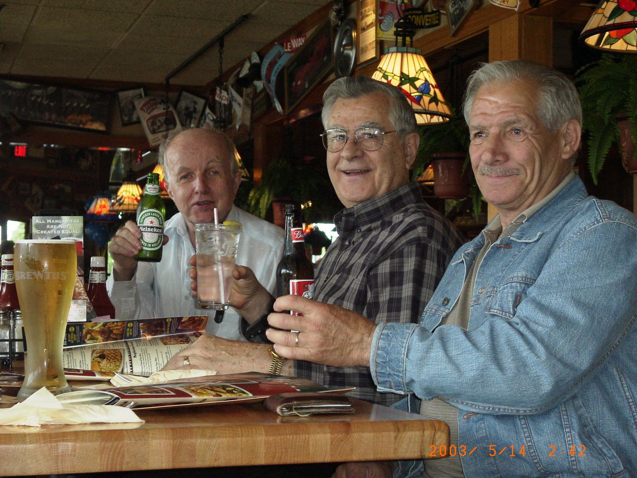 Beber com amigos diminui o risco de morrer por Alzheimer! Está provado!