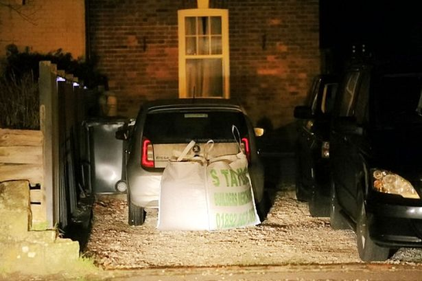 Ele teve uma ideia genial para nunca mais estacionarem à frente da sua garagem!