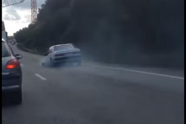 Inacreditável! Parece um vídeo Russo mas foi captado em Portugal na A1!