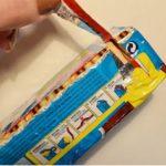 """Sabes para que serve aquela """"fita vermelha"""" para além de abrir os pacotes? Não imaginas! Mas é muito útil saberes!"""