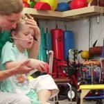 Esta criança estava à beira da morte… O que a salvou… Até os médicos ficaram de boca aberta!