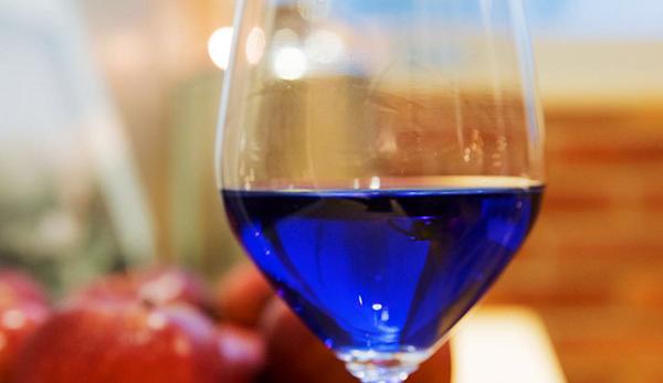 O vinho azul é a nova moda! Este vinho está a revolucionar o mercado do vinho!