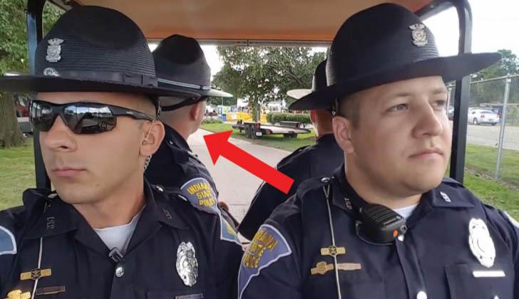 Estes 4 polícias estão em serviço… Quando de repente… É impossível aguentar! Incrível!