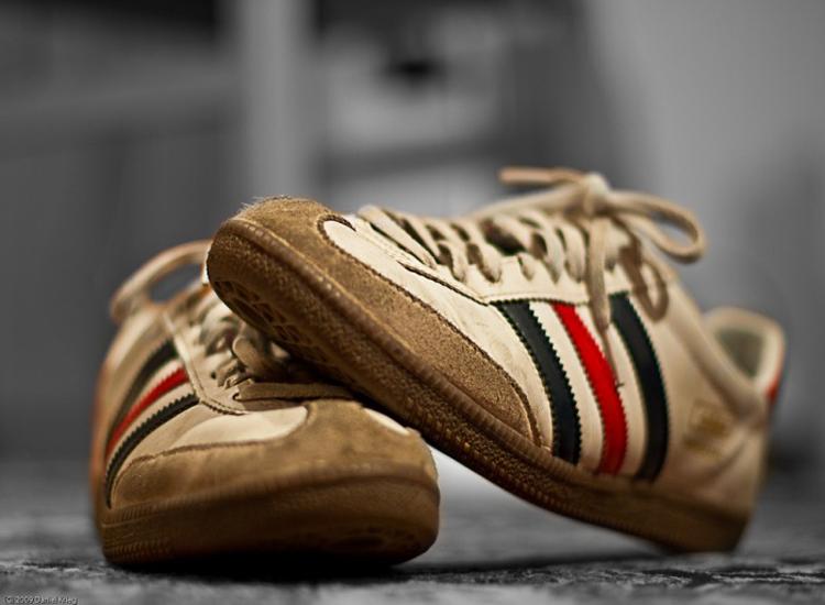 É por este motivo que deves colocar amido de milho nos teus sapatos… Diz adeus ao mau cheiro! E muito mais!