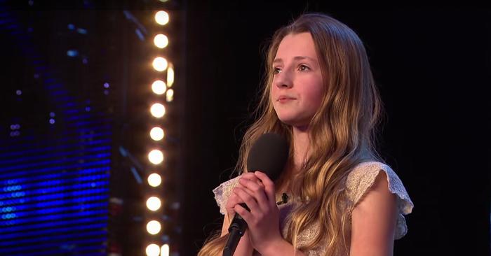 Quando anuncia a música que vai cantar os jurados riem-se dela… Mas quando começa a cantar… Impressionante!