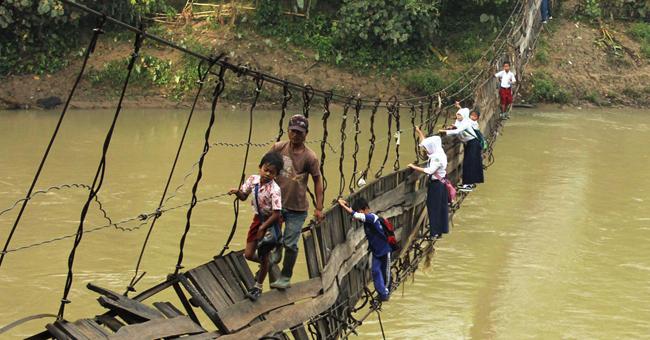 Os 16 caminhos mais perigosos do mundo que as crianças percorrem para ir à escola!