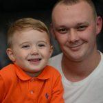 Este menino de 3 anos viu o pai desmaiado no chão…. O que fez a seguir salvou-lhe a vida!