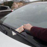 Se encontrares alguma prenda deste género no teu carro fecha as portas e arranca logo! Não saias do carro! É importante que faças isso!