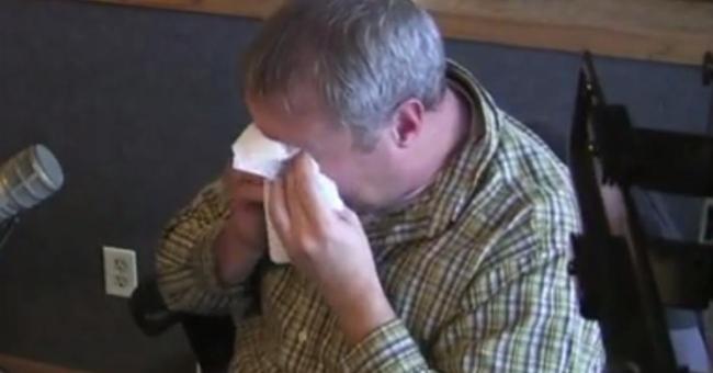 A esposa deste homem morreu há dois anos. O que ele descobriu é indescritível, super emocional!