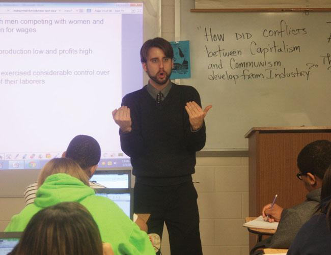 Este professor de economia reprovou a turma inteira… Quando souberes a razão vais ficar de boca aberta!