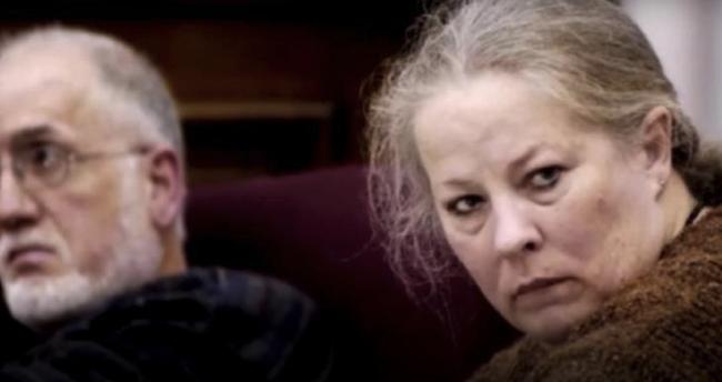 Este casal adoptou 11 crianças… Mas quando o assistente social os visitou… ficou em choque!