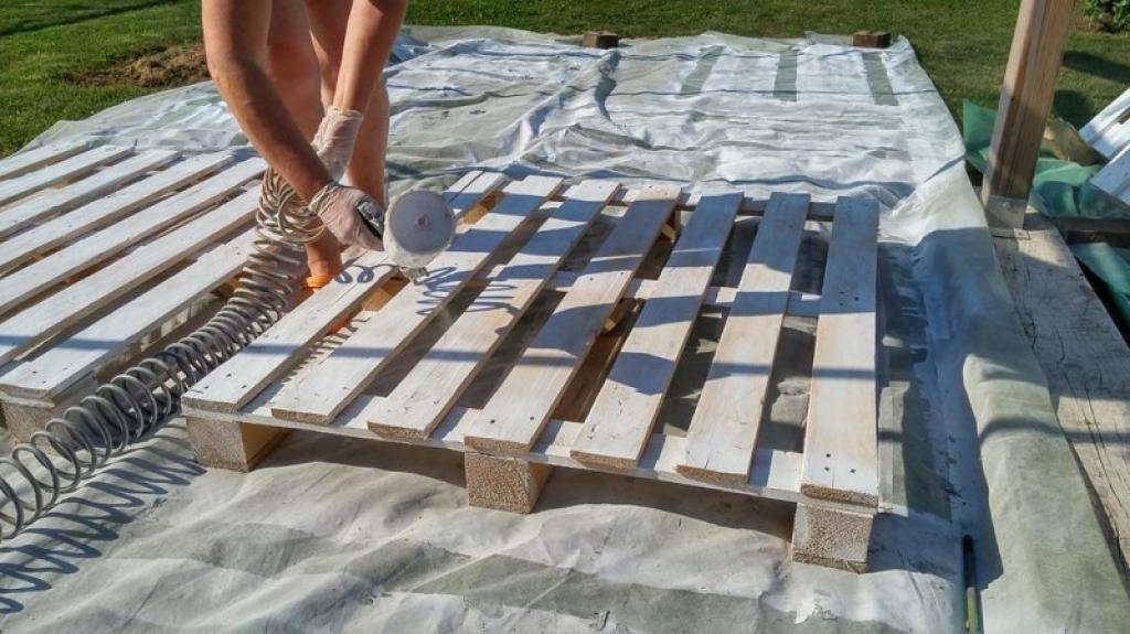Eles compraram 43 paletes de madeira usadas… O que fizeram com elas… Impressionante! Parece impossível!