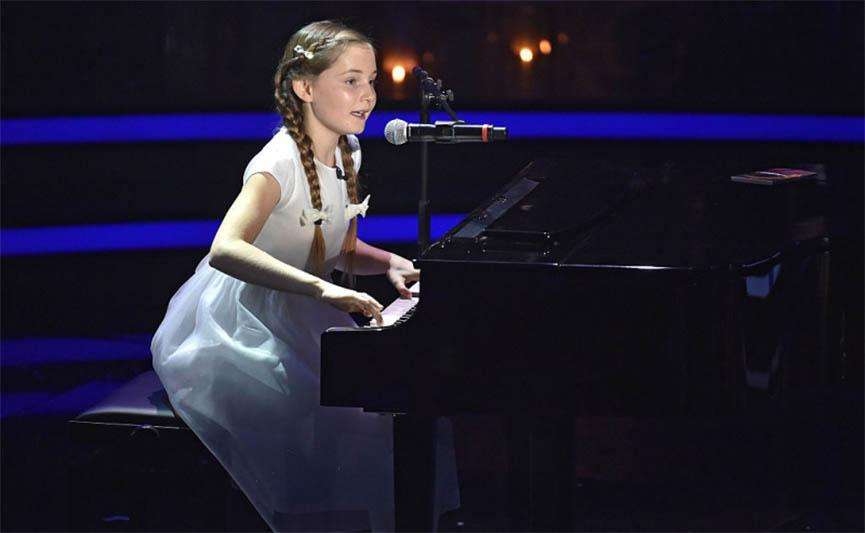 """Menina de 12 anos está a impressionar o mundo inteiro! Ela já é chamada de """"Pequena Mozart""""!"""