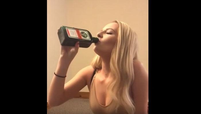 Jovem bebe garrafa de Jägermeister de uma só vez em menos de 20 segundos. Não a desafiem para jogos que envolvem álcool!