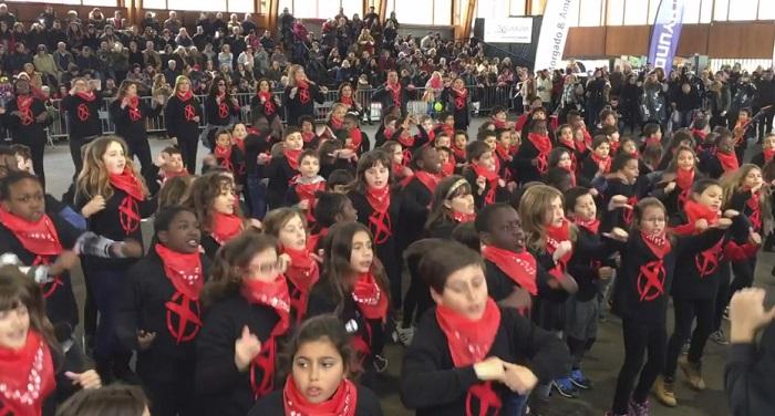 Linda e arrepiante homenagem destas crianças a Zé Pedro no Carnaval!