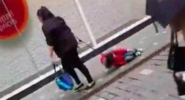 Mãe arrasta o filho com uma trela! O vídeo está a deixar o mundo inteiro impressionado e revoltado!