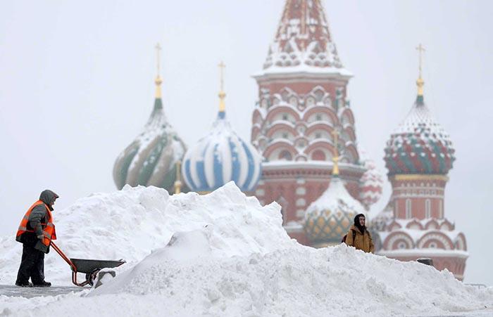 Maior tempestade de neve de sempre em Moscovo – Imagens