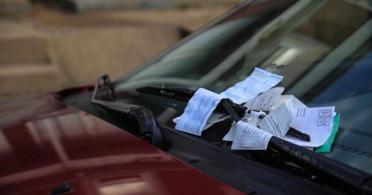 Truques que te vão ajudar a evitar receberes multas de trânsito