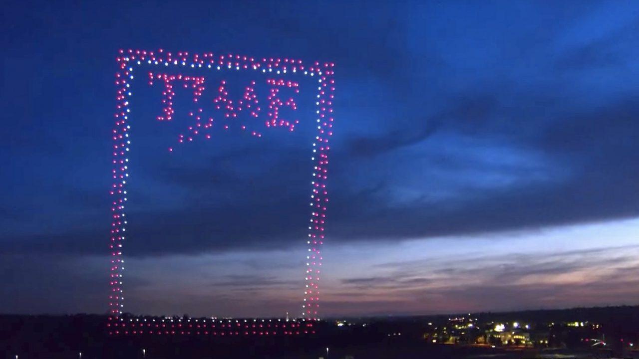 Revista Time cria capa da próxima edição usando perto de 1000 drones. Incrível