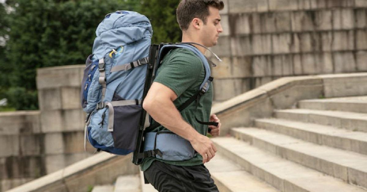 Esta mochila flutuante promete suavizar o peso transportado em 86%