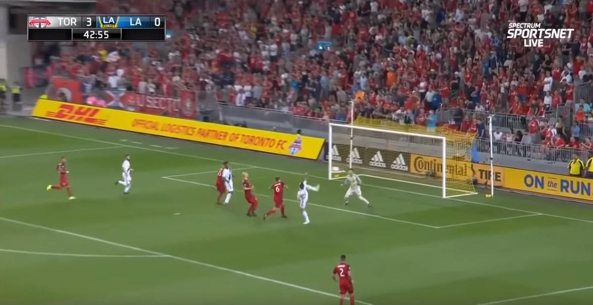 Ibrahimovic impressiona o mundo ao marcar o seu golo número 500