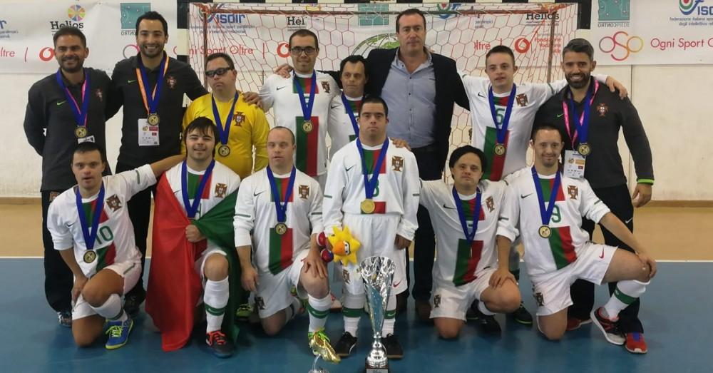 Selecção portuguesa de futsal para atletas com Síndrome de Down sagram-se Campeões Europeus