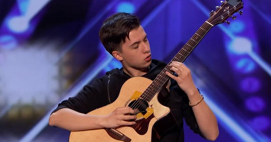 Jovem guitarrista de 18 anos deixa todos encantados no America's Got Talent!