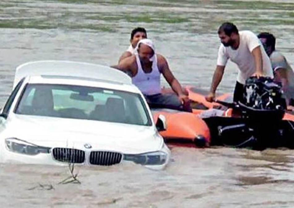 Jovem Indiano deitou ao rio o seu novo BMW que lhe foi oferecido