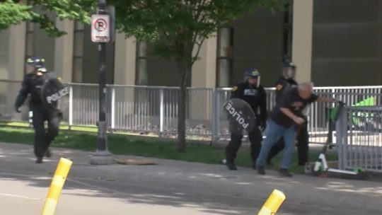 Polícia de Salt Lake City filmado a derrubar idoso de bengala